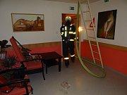 Zásah hasičů u požáru v Domově seniorů Kamenec 8. září v Ostravě.