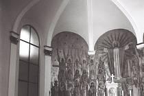 Výzdoba interiéru kostela v Hošťálkovicích podle návrhu Jana Obšila.