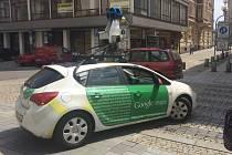 Díky 360stupňovým snímkům, které dokážou speciální kamery ukotvené na střeše auta Googlu udělat, se lidé mohou ocitnout z pohodlí svého domova prostřednictvím počítače, tabletu nebo chytrého mobilního telefonu na kterémkoliv místě světa.