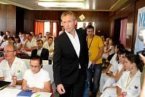 Norský lékař Erik Hovda se setkal s lékaři z Moravskoslezského kraje, aby jim předal své zkušenosti z oblasti otrav metanolem.