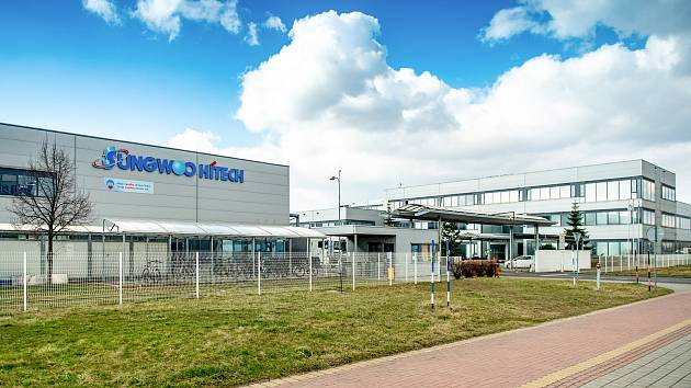 Povinné antigenní testování zaměstnanců ve firmě Sungwoo Hitech s.r.o. v průmyslové zóně v Ostravě-Hrabové, březen 2021.