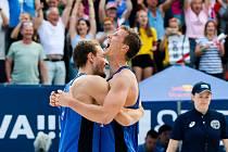 FIVB Světové série v plážovém volejbalu J&T Banka Ostrava Beach Open, 1. června 2019 v Ostravě. Čtvrtfinále ČR - Brazílie. Na snímku (zleva) Ondrej Perusic (CZE), David Schweiner (CZE).