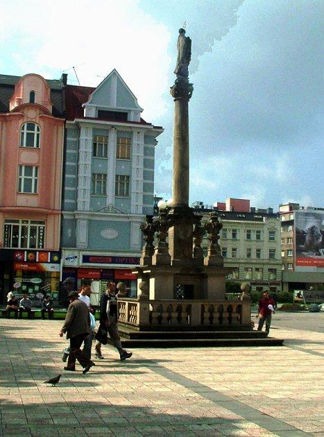 Ostravský morový sloup sPannou Marií byl na hlavním moravsko-ostravském náměstí vztyčen vroce 1702.Měl chránit před epidemickými chorobami.