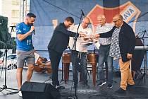"""Křest knihy """"My jsme Baník"""". Zprava autor Tomáš Šiřina, legenda Rostislav Vojáček, kronikář Roman Popek a majitel Baníku Václav Brabec."""