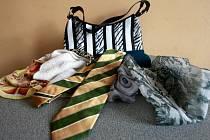 Do redakce Moravskoslezského deníku tento týden dorazily první úlovky. Je vidět, že zvířecí vzory jsou stále in. Kromě kabelky a pánské kravaty módní značky Burberry jsme obdrželi také řadu šátků. Původním majitelům děkujeme.