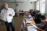 Jednání o zvýšení místního koeficientu daně z nemovitosti ve Frýdlantě nad Ostravicí v Beskydech zavánělo vyhlášením války podnikatelů a radnice.
