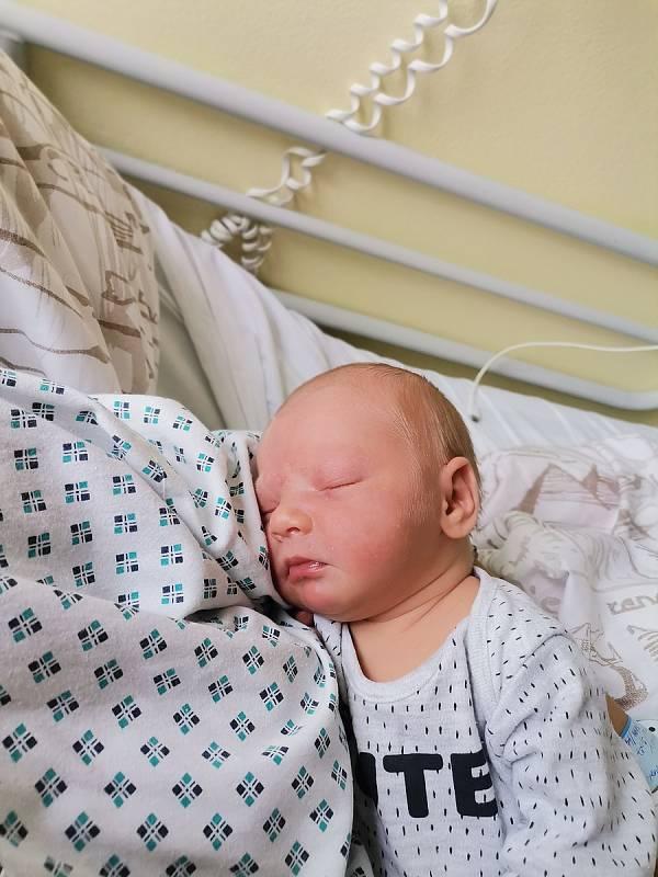 Dennis Mirga, Havířov, narozen 21.9.2021, míra 49 cm, váha 3400 g. Foto: Michaela Blahová