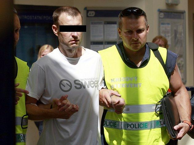 Krizoví interventi moravskoslezské policie vloni mimo jiné pomáhali při tragické nehodě, při které se ve Studénce srazil vlak s nákladním vozidlem.