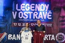 Ostravský patriot Marek Jankulovski (vlevo) a Vratislav Lokvenc s dresem Sparty.