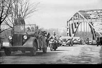 Vedle aut a tanků vjela do Ostravy z Petřkovic i zvláštní kolona osobních aut. Byli v ní členové gestapa, zpravodajské služby abwehr a kriminální policie.