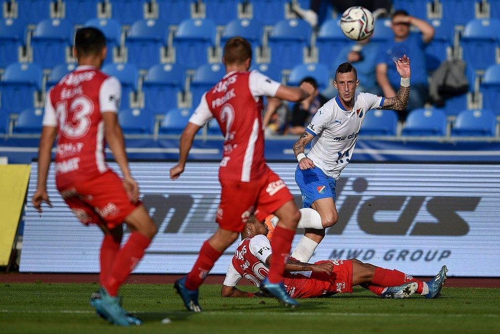 Utkání 4. kola první fotbalové ligy: FC Baník Ostrava - FK Pardubice, 19. září 2020 v Ostravě. (pravou) Martin Fillo z Ostravy.