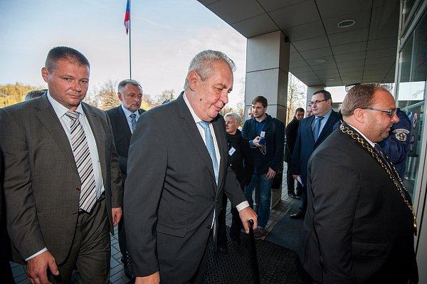 Listopadová třídenní návštěva prezidenta Miloše Zemana vMoravskoslezském kraji začala na krajském úřadě vOstravě.