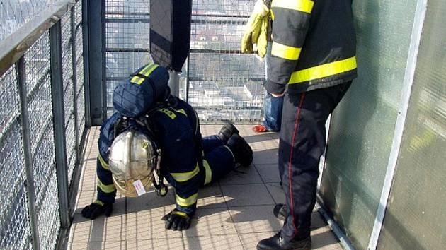 Pět desítek profesionálních a dobrovolných hasičů z celé České republiky se v neděli zúčastnilo závodu Ostravská věž.