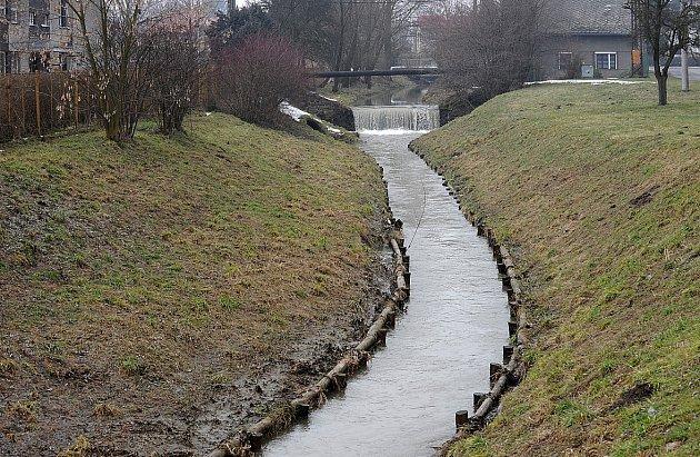 Potok vPolance nad Odrou nedává místním spát.