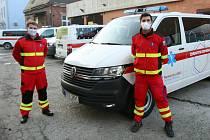 Budoucí zdravotničtí záchranáři nabírají už od jara zkušenosti v oboru, kde se dá, momentálně jsou u dopravní služby nemocnice v Ostravě-Vítkovicích.