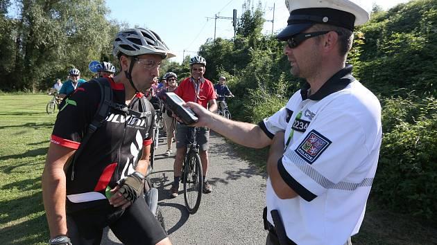 Kontrola alkoholu u cyklistů. Ilustrační snímek.