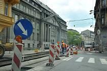 Uzavřená křižovatka v Nádražní ulici.