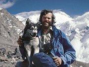 Leoš a Lenka se psem Koyukem, aljašským malamutem.
