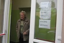 Ke druhému kolu senátních voleb v Dobré na Frýdecko-Místecku přišel i 76letý důchodce František Peter.