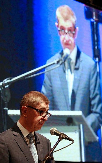 Na konferenci nazvané Evidence tržeb vpraxi vysvětloval některé otázky kEET iministr financí Andrej Babiš.