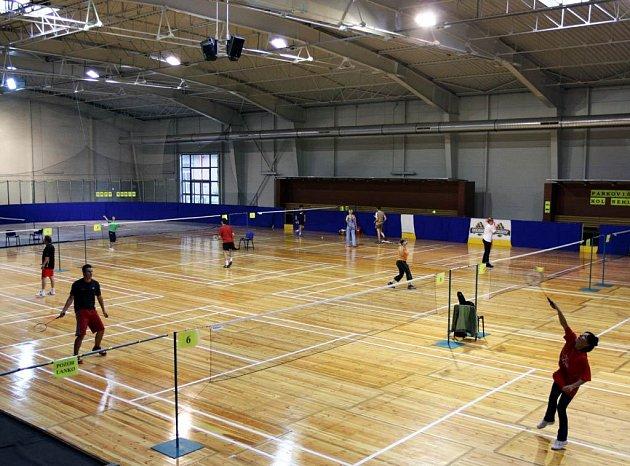 Badminton v porubském stadionu Sarezy