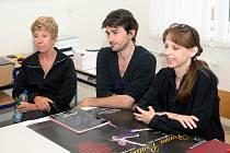 Ze středeční tiskové konference v Ostravě. Zleva Rosaline Subel-Kassel, Pierre Alain-Perez z Francie a prezidentka Ballet & Dance Workshop Ostrava 2008 Jana Kůrová.