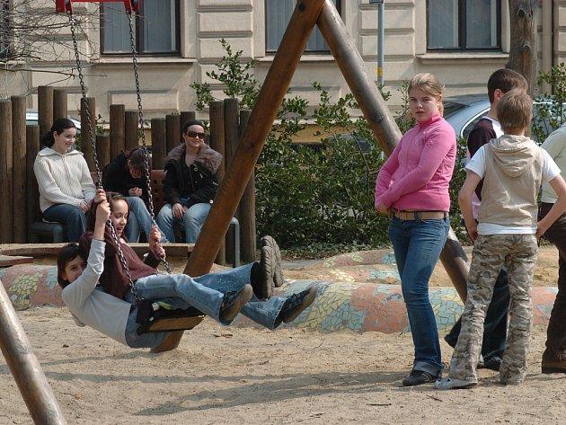 Text foto: Strážníci se zaměřují především na místa, kde by se při hraní mohly poranit děti