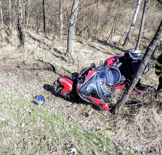 Zásah zdravotníků u nehody na Bruntálsku.