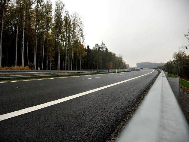 Jedna znejdůležitějších cest vkraji – část silnice I/11 zOstravy do Opavy – se vúterý otevírá! Na navazující a neméně důležitou stavbu prodloužené Rudné si však řidiči bohužel ještě pár let počkají.