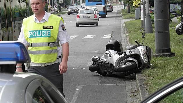 Zraněním dvou motocyklistů skončila vážná dopravní nehoda, která se stala ve středu odpoledne v křižovatce Sokolské třídy a Suchardovy ulice v Moravské Ostravě.