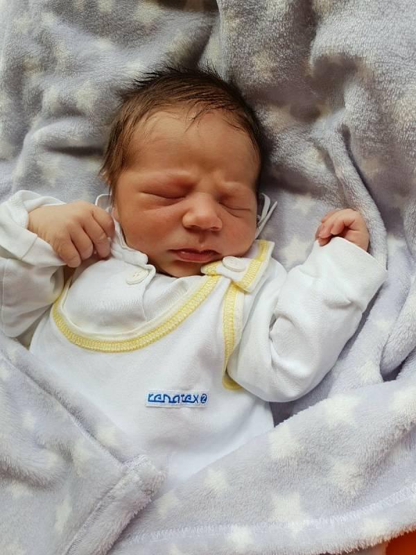 Sebastián Lukášek, Chuchelná, narozen 9. června 2021 v Opavě, míra 53 cm, váha 3760 g. Foto: Lucie Dlabolová, Andrea Šustková