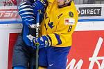 Mistrovství světa hokejistů do 20 let, zápas o 3. místo: Švédsko - Finsko, 5. ledna 2020 v Ostravě. Na snímku (zleva) Patrik Puistola (FIN), Rasmus Sandin (SWE).