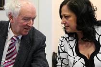 Radim Šrám, imunolog z ústavu experimentální medicíny Akademie věd, s ostravskou dětskou lékařkou Evou Schallerovou.
