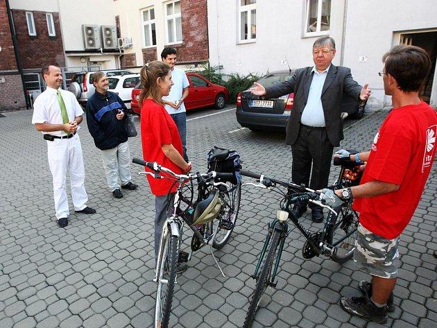 V Ostravě odstartovala cyklistická Tour de Caritas