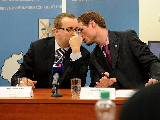 Zástupci moravskoslezské policie a zlínského státního zastupitelství v pondělí informovali o vývoji metylalkoholové kauzy.