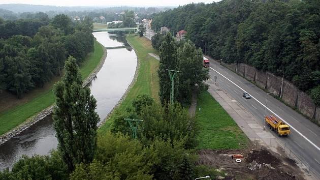 Benzinek není nikdy dost? Se stavbou další se začalo ve Slezské Ostravě, přitom jen zhruba dva kilometry na jednu i na druhou stranu čerpací stanice stojí