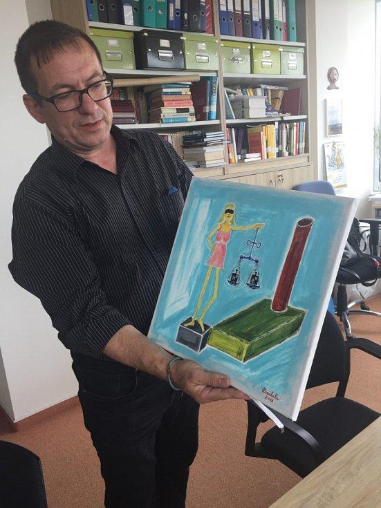 Profesor Jiří Bouchala se svým obrazem.