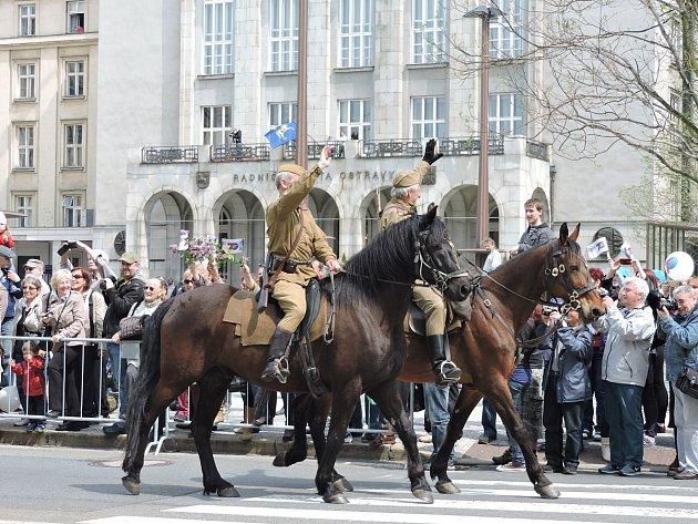 Oslavy 70. výročí osvobození v Ostravě objektivem čtenářů Deníku.