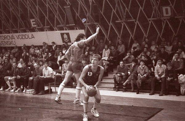 Dušan Medvecký si zahrál za reprezentaci, vlize má kompletní sbírku medailí, kterou získal také jako trenér Ostravy.