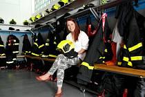 Hasička a jediná žena ve výjezdové jednotce šenovských dobrovolných hasičů na svém převlékacím místě na stanici.