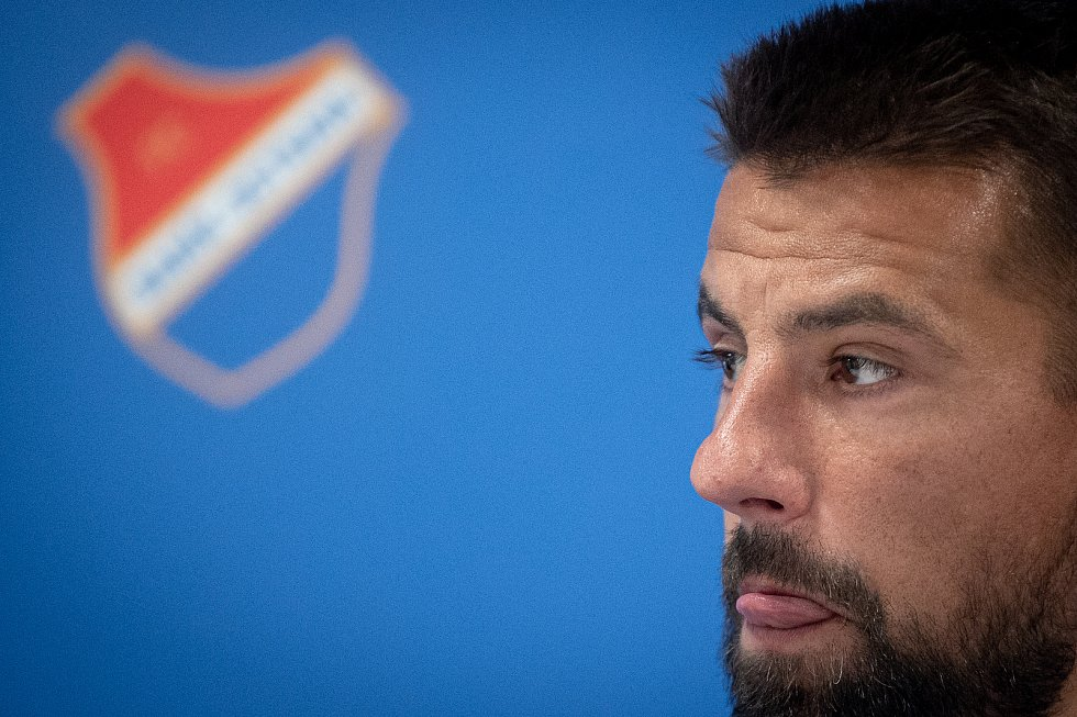 Fotbalista Milan Baroš na tiskové konferenci oznámil, že po sezoně ukončí v 38 letech aktivní kariéru, 3. července 2020 v Ostravě.