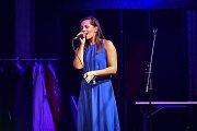 Hudební festival Colours of Ostrava 2018 v Dolní oblasti Vítkovice, 21. července 2018 v Ostravě. Na snímku představení Tři Tygři (herci: Štěpán Kozub, Robin Ferro, Albert Čuba a Vladimír Polák). Zpěvačka  Lucie Rybnikářová.