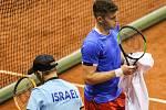 Davis Cup 2018 v Ostravě - Česko vs. Izrael, vlevo Dudi Sela, vpravo Adam Pavlásek