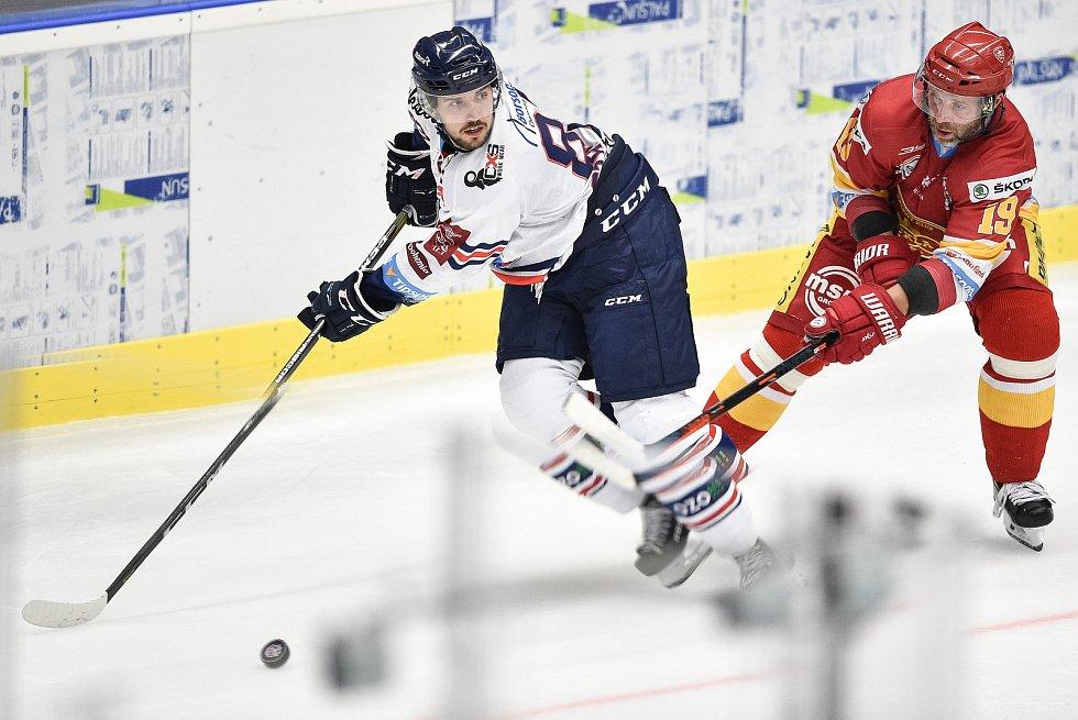 Přípravný hokejový zápas: HC Vítkovice Ridera - HK Dukla Trenčín, 27. srpna 2019 v Ostravě. Na snímku (zleva) Šimon Stránský a Tomáš Starosta.