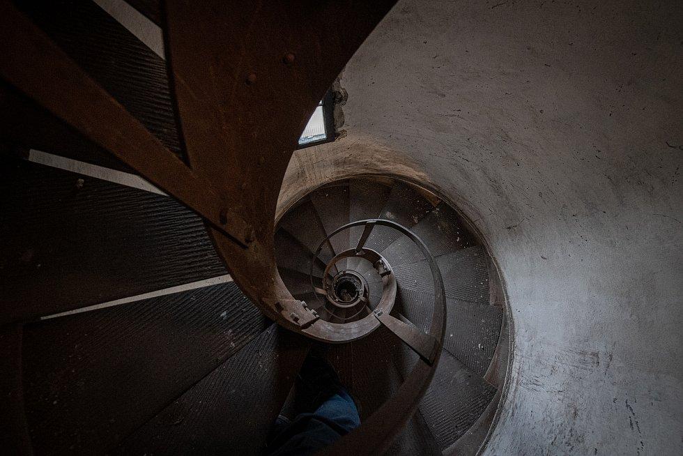 Na cestě za zvony v ostravské Katedrále Božského Spasitele. Schodiště které vede do věže katedrály, březen 2021 v Ostravě.