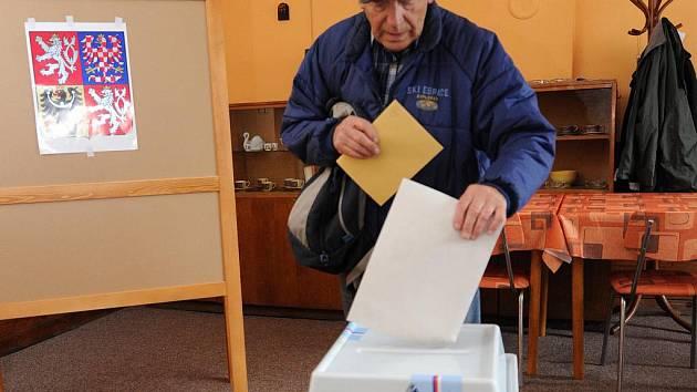 V Ostravě-Heřmanicích odevzdávají lidé své hlasy v komunálních a senátních volbách ve finském domku.