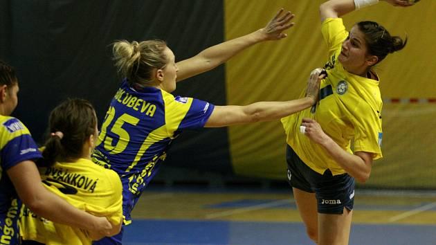 Šárka Marčíková se stala s osmi góly nejlepší střelkyní Poruby v utkání s Michalovcemi (25:25).