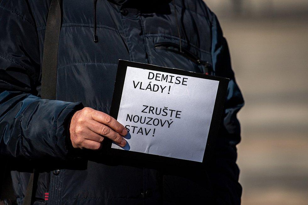 Demonstrace proti vládním opatřením na Masarykově náměstí. 7. března 2021 v Ostravě.