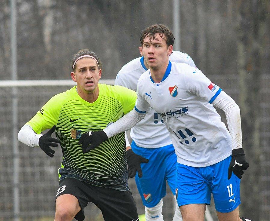 Fotbalisté Baníku Ostrava prohráli přípravné utkání s druholigovým Prostějovem 0:1. (6. ledna 2021, Ostrava). Na snímku v bílém Ondřej Kukučka.
