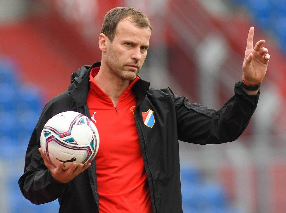 Trenér fotbalistů Baníku Ostrava Ondřej Smetana během sobotního utkání 32. ligového kola se Zlínem, které Slezané vyhráli 4:2.